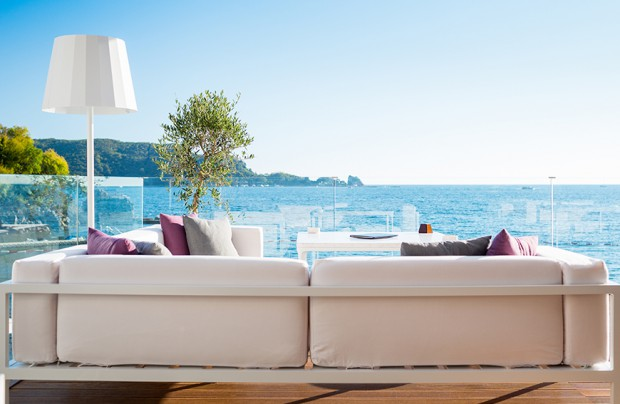 Introducing Casuwel: the new standard in exquisite outdoor living furniture luxury